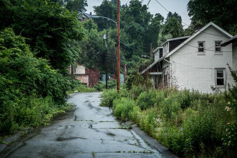 The eerie abandoned neighborhood of lincoln way for Abandoned neighborhoods in america