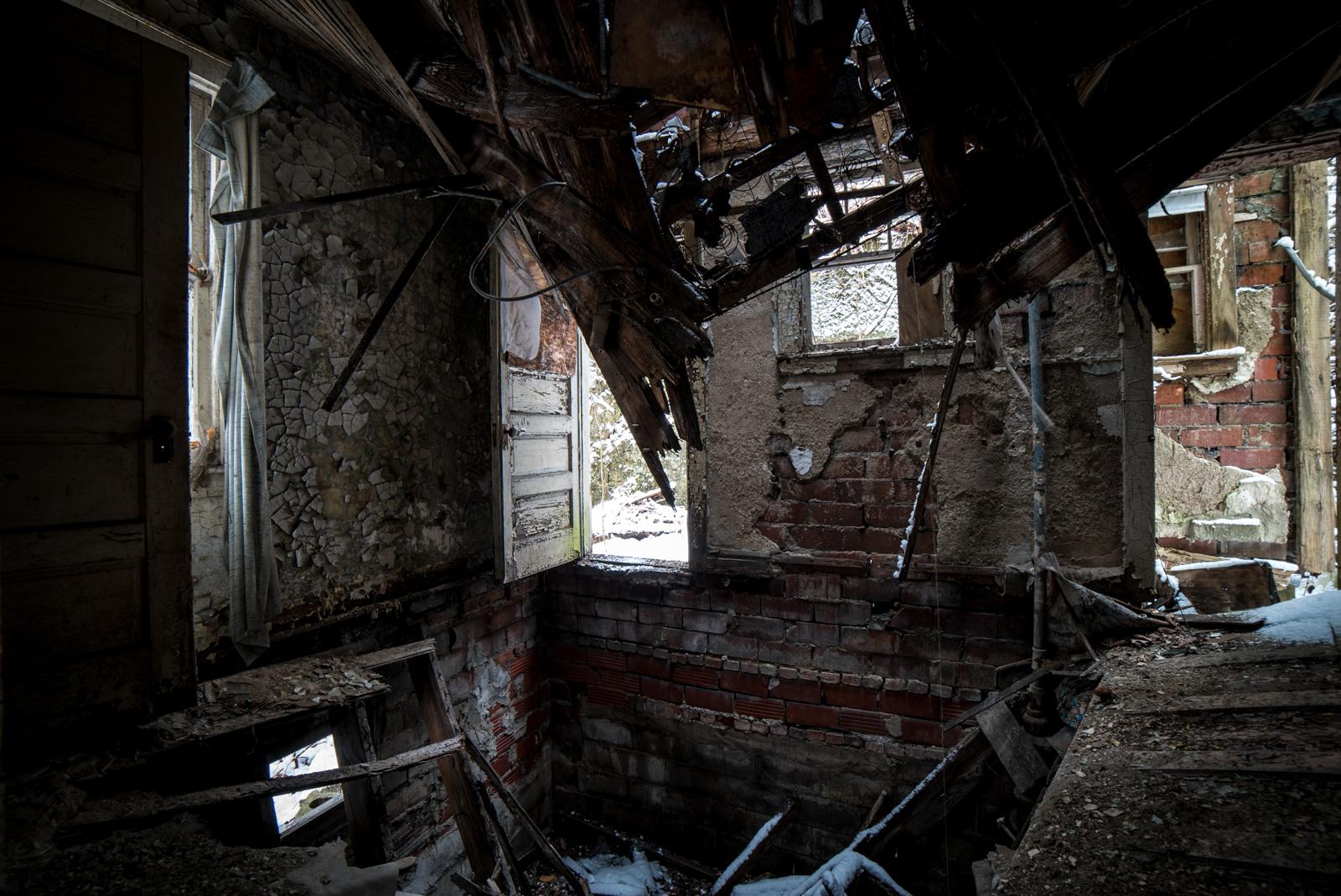 The Eerie Abandoned Neighborhood of Lincoln Way ...